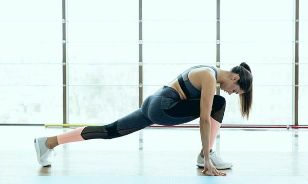 5 alongamentos simples para relaxar os músculos do corpo